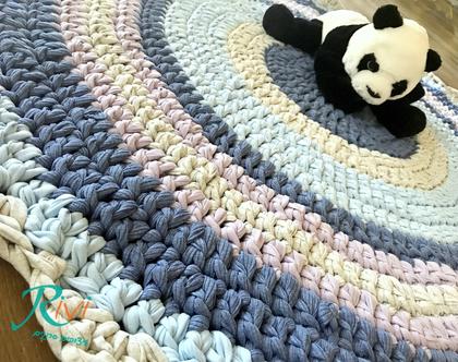 שטיח לחדר הילדים, בצבעי יוניסקס, לחדר משותף לבת ולבן, שטיח גדול, שטיח סרוג , שטיח בצבעים שמחים ומאירים את החדר