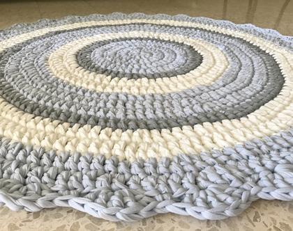 שטיח לחדר של בן, שטיח סרוג לחדר של תינוק שטיח סרוג בגווני תכלת בייבי בהיר אפור ושמנת , צבעים רגועים ושקטים המאירים את החדר