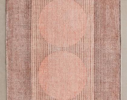 שטיח עיגולים ורוד בעיצוב נורדי