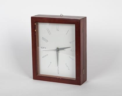 מתלה מפתחות עם שעון