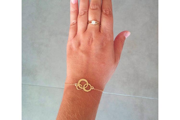 צמיד עיגולים קטן, צמיד דק מזהב, צמיד עדין עם תליון זהב עיגולים