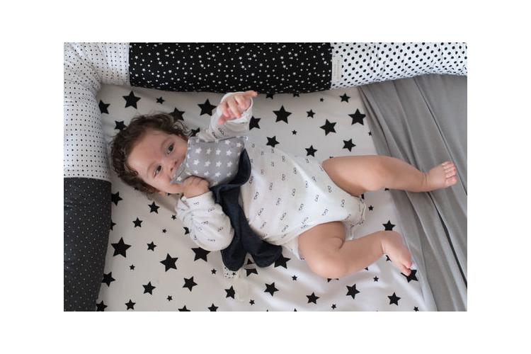 שמיכי כוכב נופל - חפץ מעבר לתינוק ולילד בצורת כוכב עם שובל וסרטים למישוש