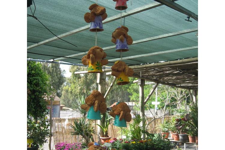 מוביל בובות חרס חמודות צבועה גלזורה לקישוט הגינה או הבית