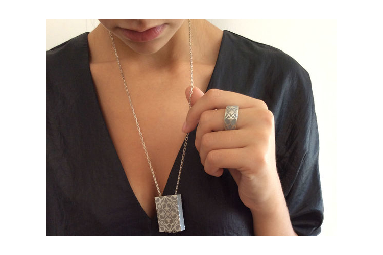 טבעת פרלין כסף ובטון | טבעת סטייטמנט |