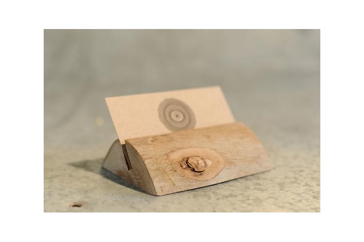 מעמד לכרטיסי ביקור , מתקן לכרטיסי ביקור , מחזיק לכרטיסי ביקור , כרטיסי ביקור