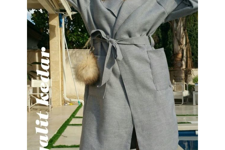 מעיל צמר ארוך עם כובע וכיסים אפור בהיר