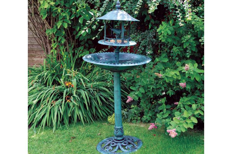 מתקן לרחצה והאכלת ציפורים בגינה