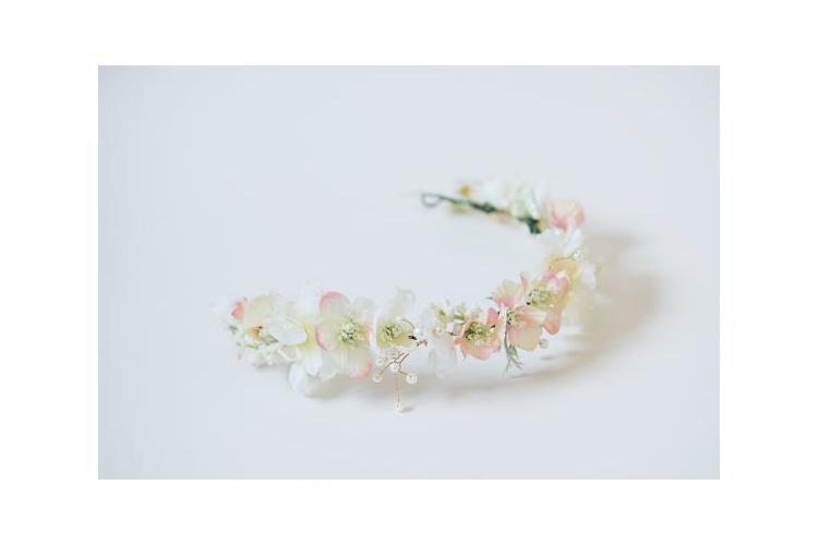 זר שמנת ורדרד | זר בצבעי פסטל | זר לכלה | זר פרחים | נזר פרחים | פרחי משי | זר לראש | זר מפרחי משי | זרי פרחים | זר מעוצב