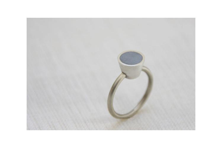 סט טבעות - טבעת פרופיל עגול כסף ובטון וטבעת קונוס ממולא בבטון