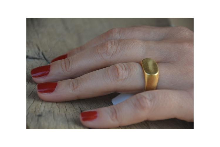 טבעת חותם זהב, טבעת זהב, טבעת בסגנון וינטג', טבעת מיוחדת, טבעת חותם גדולה, טבעת עם חריטה, טבעת בחריטה שמות, טבעת לגבר, טבעת עם שם