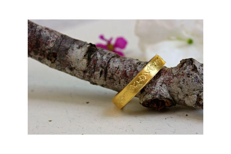טבעת נישואין פרחים 18K, טבעת נישואין עדינה, טבעת זהב צהוב, טבעת נישואין מיוחדת, טבעת זהב עלים, טבעת נישואין מעוצבת, טבעת נישואין לאישה