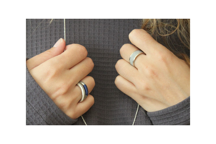 טבעת כסף ובטון מלופפת בחוט
