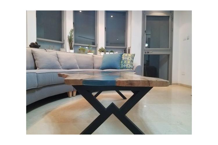 שולחן נהר פראי - עץ ואפוקסי