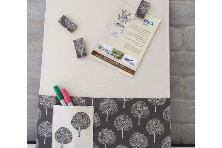 לוח מודעות מגנטי עצים באפור ולבן, לוח מודעות מעוצב, לוח השראה, מתנה למשרד, לוח לחדר עבודה, לוח לפתקים לתלייה על הקיר