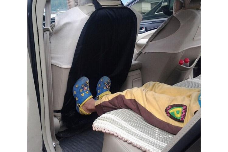 מתקן בד להגנה על המושבים הקדמיים ברכב