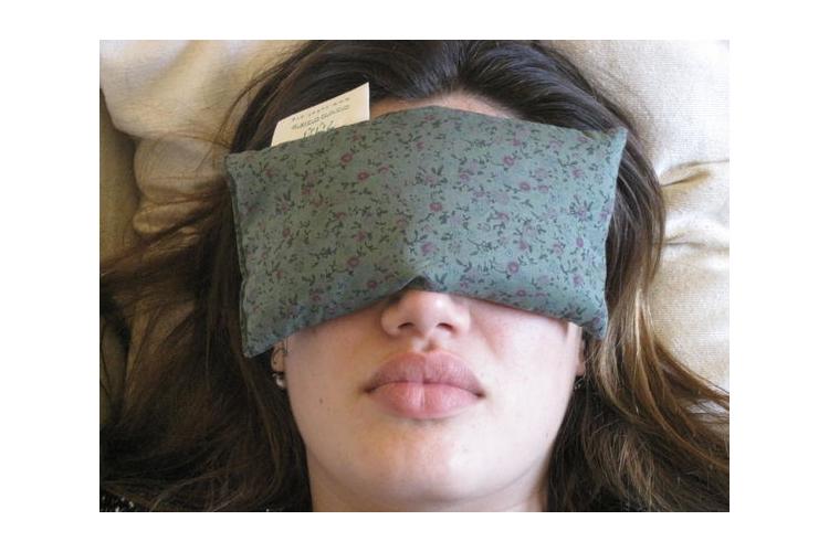 כרית עיניים מרגיעה מכותנה ועם פרחי לבנדר. ליוגה, מדיטציה, לכאבי ראש, לשלווה, לעזרה בהירדמות בלילה
