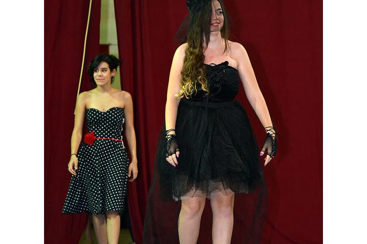 קורס עיצוב אופנה שנתי: עיצוב, תפירה, גזירה