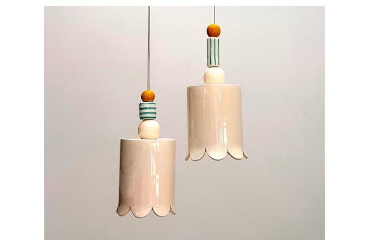 2 מנורות גליל לבנות מקרמיקה עם חרוזים צבעוניים