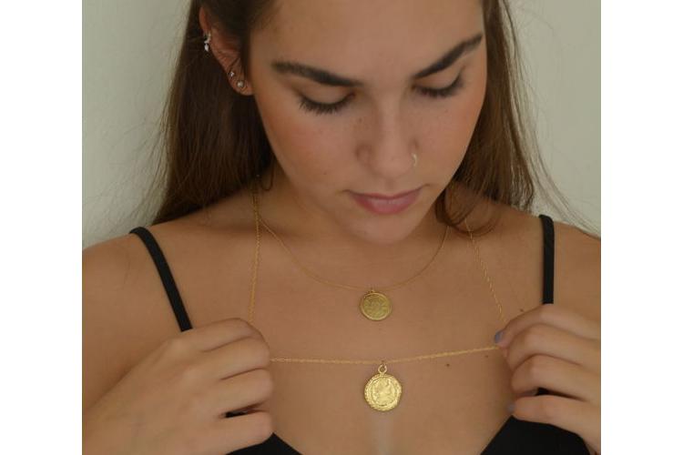 שרשראות עם מטבע זהב, שרשרת עם מטבע עתיק, סט שרשראות באורכים שונים, תליון מטבע, שרשרת בסגנון עתיק, שרשרת מעוצבת, שרשרת מטבעות, תכשיטי מטבע