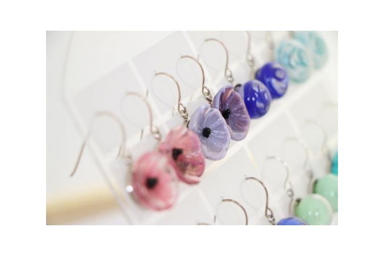 פרח זכוכית עם סוגר כסף במגוון צבעים