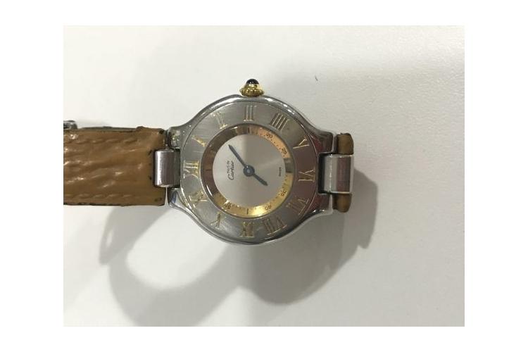 CARTIER קרטייה שעון נשים קלאסי מוזהב ומוכסף ורצועת עור