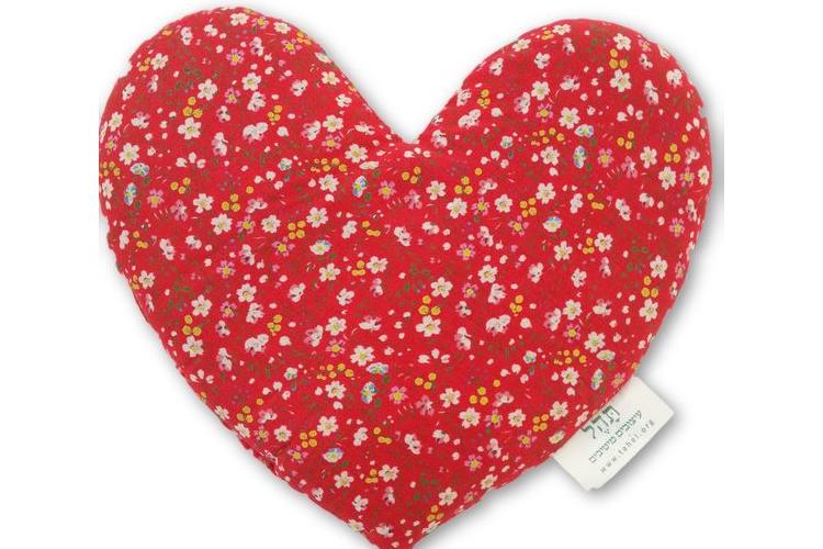 כרית לב גדולה לחימום במיקרוגל I מתנה מקסימה למי שאוהבים I לחימום אוהב ומפנק I אדום עם פרחים קטנים.