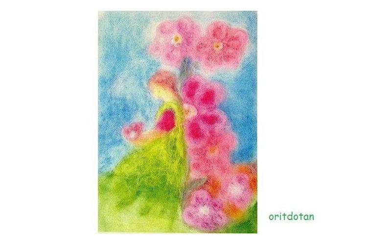 פיית פרחים מחזיקה פרח, תמונת גלויה לילדים, כרטיס ברכה לילדים, ציור מקורי צויר בצמר כבשים צבעוני