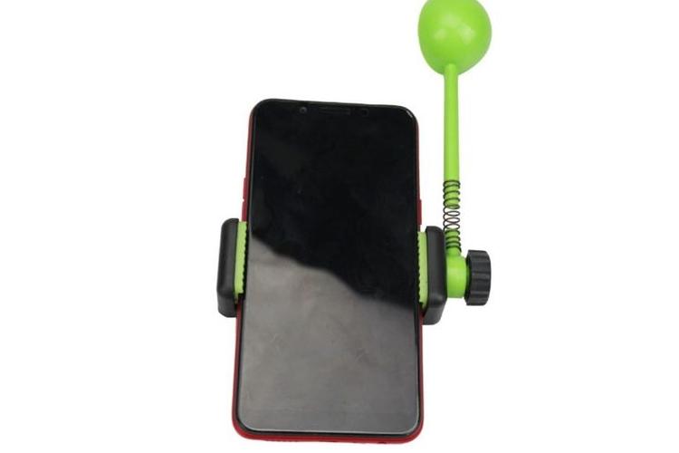 מתקן למשחק חטיפים לכלבים עם מחזיק פלאפון