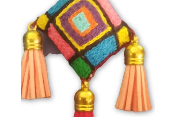 מחזיק מפתחות מעוטר ברקמה אתיופית מקורית