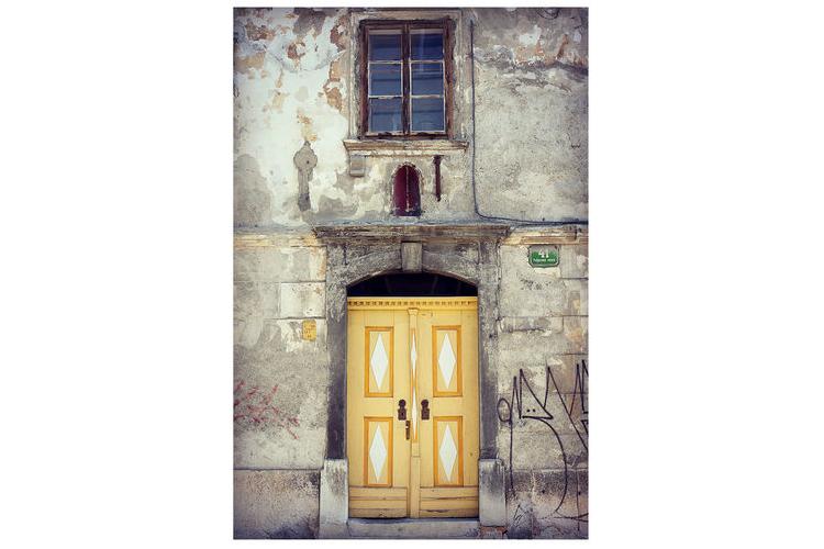 גלויה מצולמת. דלת צהובה עתיקה. דלת צהובה צילום. פרינט מקורי. צילומים מקוריים. כרטיס ברכה. הדפס מקורי. הדפס דלתות עתיקות.