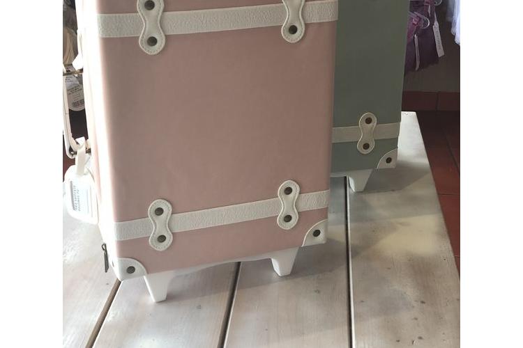 מזוודה לילדים ירוקה עם גלגלים/ ילדים / אקססוריז לבית / מתנה יפה לתינוק