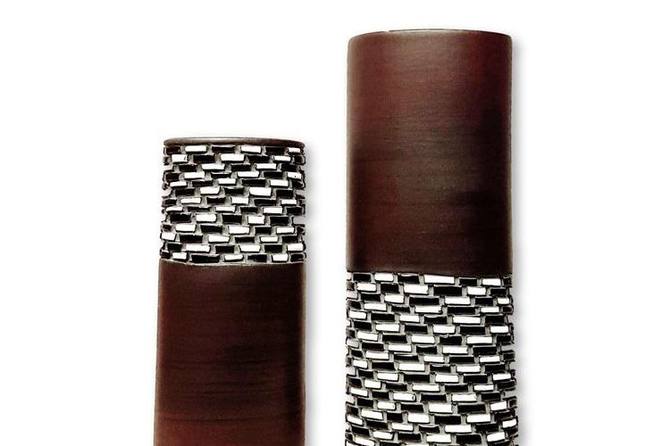 """נמכר - סט 2 אגרטלים בעבודת יד. צבע חום מעוצב שחור,לבן,אפור. מק""""ט 1136"""