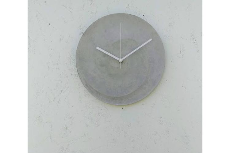 שעון בטון ספירלה בצבע טבעי