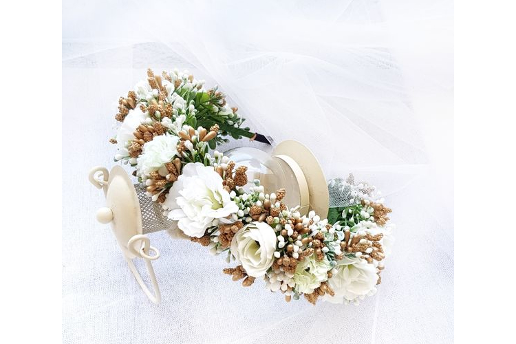 קשת לראש מפרחים מלאכותיים   קשת לשיער   פרחים לבנים  פרחי משי   פרחים מלאכותיים   זר פרחים   קשת פרחים לראשקשת לשיער  זר לראש