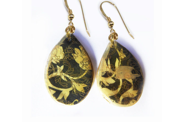 עגילים רומנטיים בצורת טיפה, בגווני שחור זהב ותולה גולדפילד