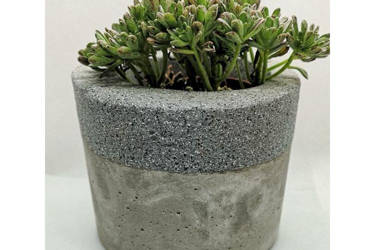 עציץ בטון גדול - פס אבן אפור