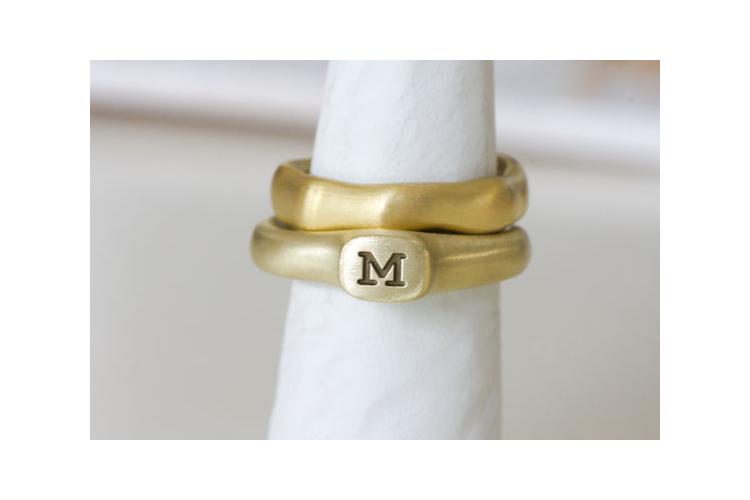 סט טבעת CROWN עם חריטה וטבעת אמורפית - 14K