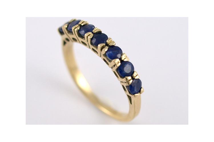 טבעת אירוסין | טבעות אבני ספיר | אורה דן עיצוב תכשיטים | gold rings | טבעות בעיצוב אישי | טבעות אירוסין ייחודיות |תכשיטים בתל אביב