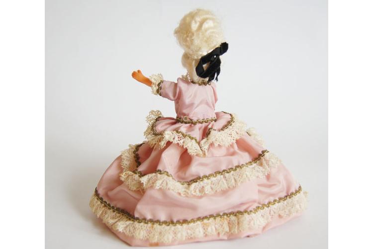 בובה מיניאטורה וינטג' 35% הנחה | בובה מלכותית לואי ה- 16 משי ותחרה