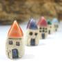 תליון בית מינאטורי מקרמיקה בצבע שתבחרו