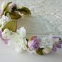 זר פרחים בגוונים לבן וסגול בשילוב פנינים   זר לשיער מפרחי משי   קשת לשיער מפרחים מלאכותיים   זר מעוצב לכלה   זר לכלה   קשת לחתונה   זר פרחים