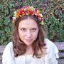 זר צבעוני לראש | זר מעוצב לשיער | זר פרחים לכלה | זר מפרחי משי | זר מפרחים מלאכותיים | קשת פרחים צבעונית