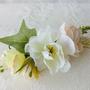 סיכת פרחים | סיכה מעוצבת לכלה | סיכה מפרחי משי | סיכות לכלות | סיכות מפרחים מלאכותיים | אקססוריז עם פרחים | סיכות לשיער | סיכה מפרחי בד