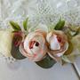 סיכה עם פרחים   אקססוריז לשיער   סיכה מעוצבת לכלה   סיכות לכלות   סיכה עדינה לשיער   אביזרי שיער   פרחים לשיער   סיכת פרחים   פרחים לכלות