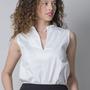 חולצה סינית - חולצה לבנה - חולצה עם נקודות - חולצה לעבודה - חולצה למשרד - חולצה מחויטת - חולצה ללא שרוולים