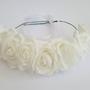 זר לראש | שושבינה| זר בת מצווה | עיטור ראש | כתר פרחים| יומולדת| בת מצווש | קישוט | ורדים לבנים| שמנת | זר לבוק | פרום |פרחי משי| מלאכותי