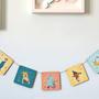 תמונות עץ בשרשרת לתליה בחדר הילדים | שרשרת מעץ עם איורים של קרקס לקישוט חדר תינוקות | גרילנדה צבעונית לעיצוב החדר