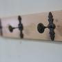 מתלה מעוצב מעץ למעילים / בגדים / תיקים