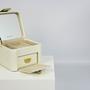 קופסת תכשיטים מעור שמנת - מוקה