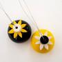 2 מנורות מקרמיקה - כדורים קטנים בשחור צהוב ולבן - תאורת אווירה - מנורות קטנות - תאורה רומנטית - מנורה לחדר שינה - גופי תאורה צבעוניים